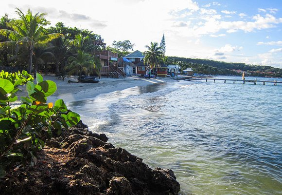 Bringing the Packers to Sandy Bay, Roatán