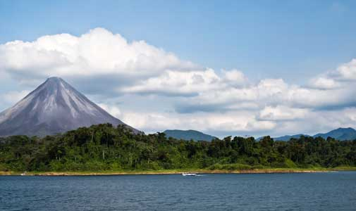 """""""Days Filled With the Beauty of the Country"""" in Lake Arenal"""